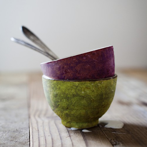 Bowls with seaweed-like paper texture