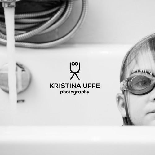 Minimalist logo design for a family photographer | Kristina Uffe