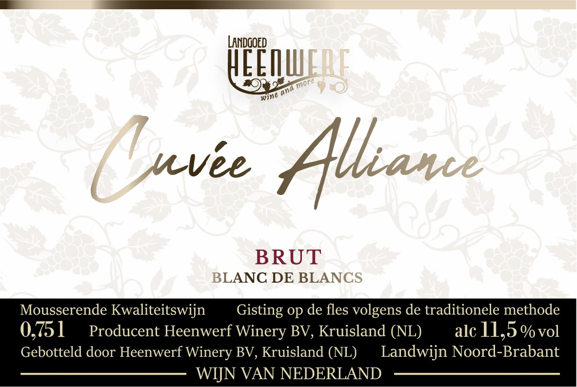 Dress up the champagne bottle with beautiful labels for our first Dutch sparkling quality wine!