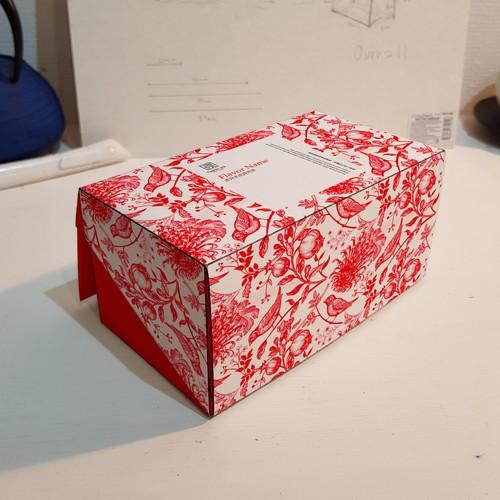Simple yet energetic packaging design for a Japanese tea brand.