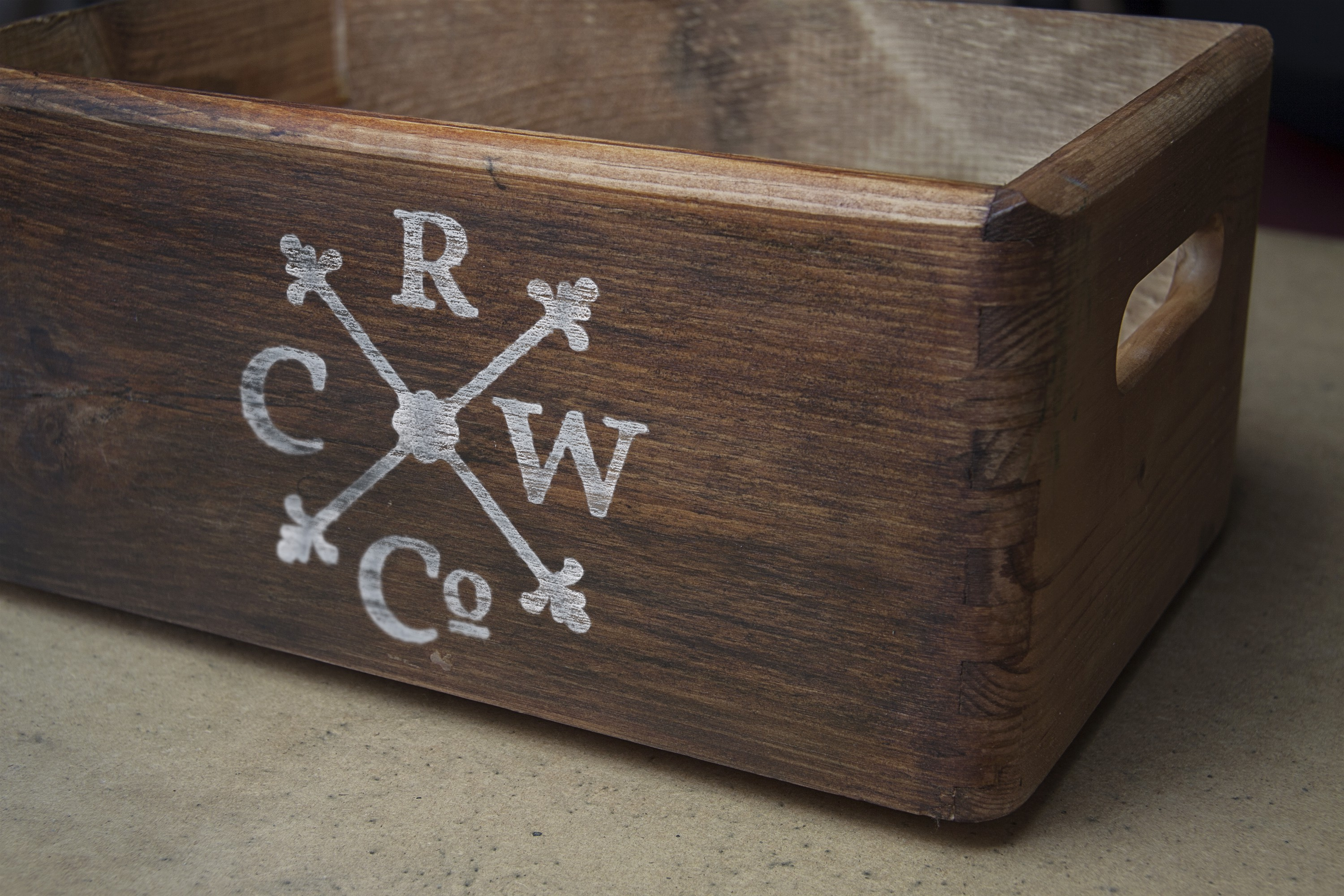 Design a Logo for a Vintage Themed Retail Wine Company