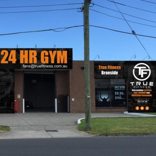 building signage for gym (true fitness braeside)