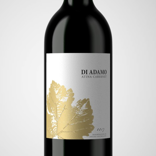 Bold and clean label for Italian wine